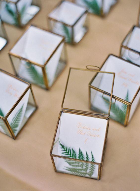 cubes feuilles marques places