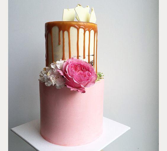 drip cake rose caramel