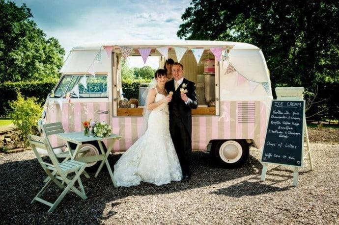 food truck pour des glaces lors de mariage autour du theme glace