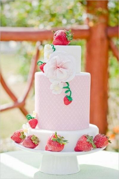 gateau-mariage-fraise-pate-a-sucre