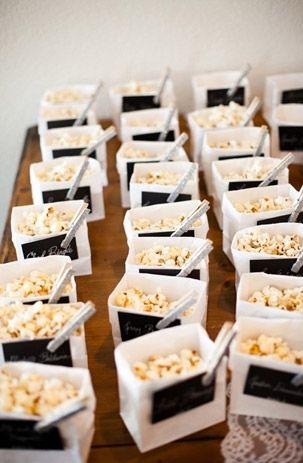 Chut ! Le film va commencer ! Pour un mariage sur le thème du monde du cinéma, les pop-corn seront très appropriés, et aussi succulents !