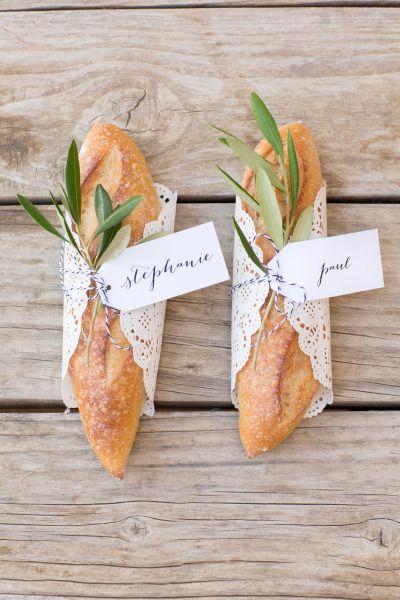 Vous voulez faire un mariage sur le thème du pique-nique ? Un sandwich pour grignoter jusqu'à votre table serait parfait, tout comme en tant que marque-place.