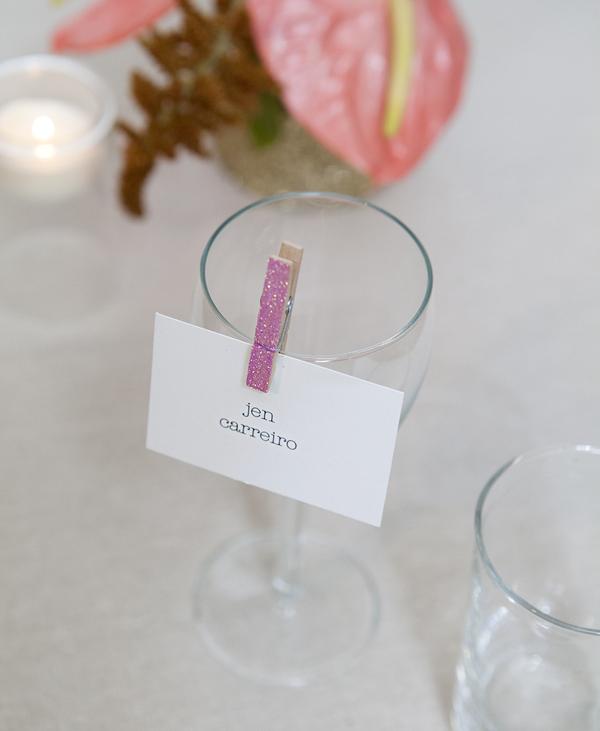 Comment transformer des pinces linge marques places paillet s - Pince a linge mariage ...