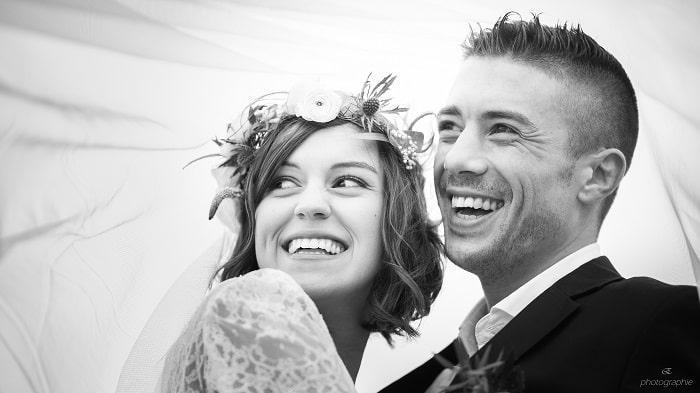 portrait-sourire-noirblanc-mariage