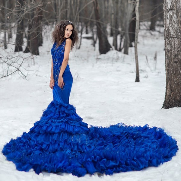 robe de mariee bleue traine dans la neige de art house dress