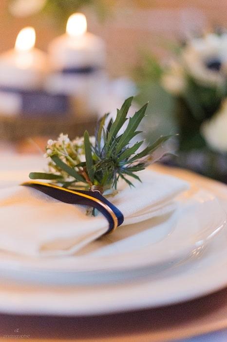 serviettes-details-table-mariage-bleu-cuivre