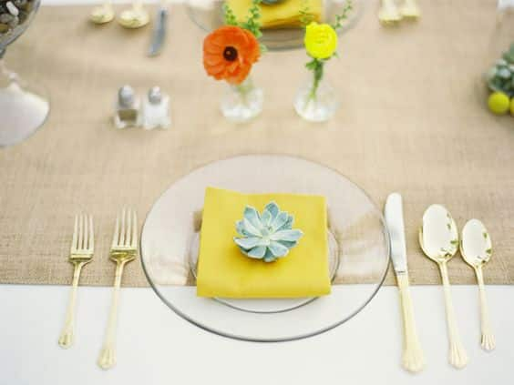 theme-de-mariage-buttercup-reception-table
