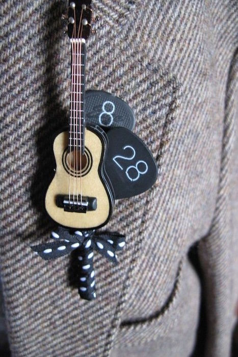 boutonniere mariee guitare