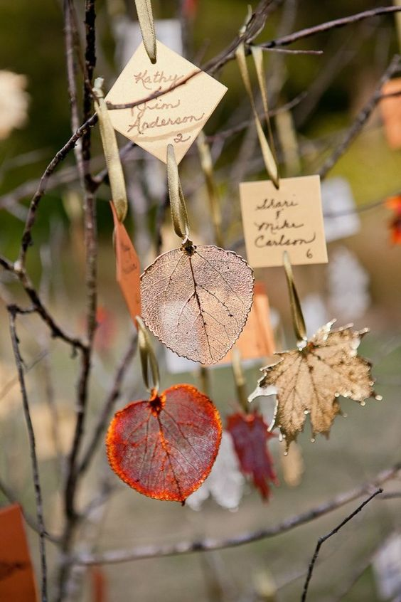 marque place mariage automne feuilles vitrifiees