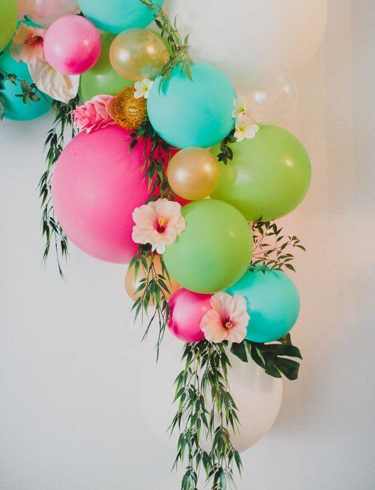 fleurs et ballons gros plans DIY arche floral