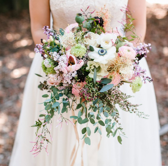 bouquet fleurs rose pale blanc vert