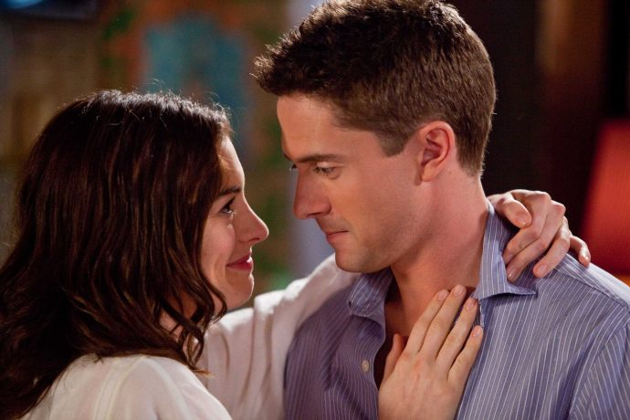 ANNE HATHAWAY as Liz and TOPHER GRACE as Jason in New Line CinemaÕs romantic comedy ÒValentineÕs Day,Ó a Warner Bros. Pictures release.