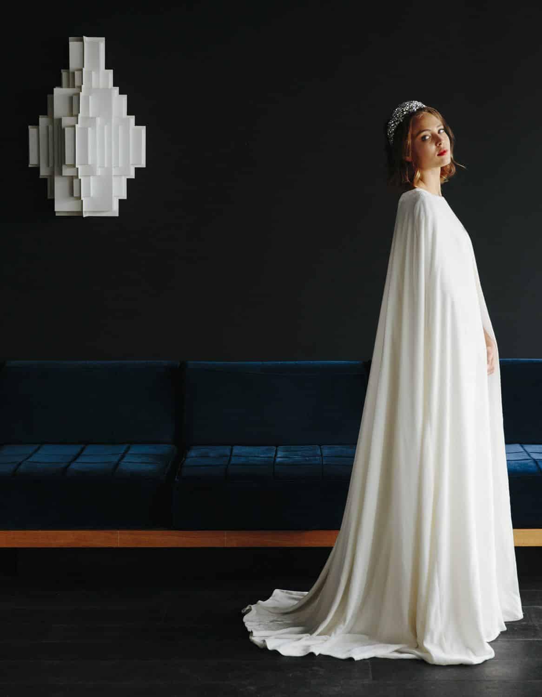 10 robes de mari e cape tendance 2017 pour une allure royale. Black Bedroom Furniture Sets. Home Design Ideas