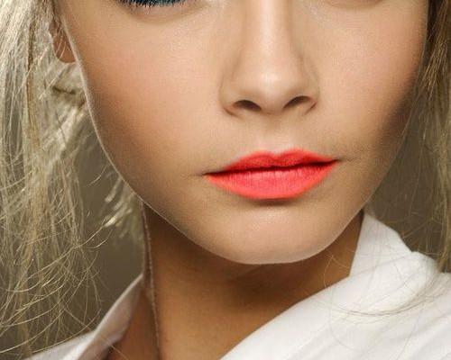 maquillage tendance 2017 bleu bouche pop