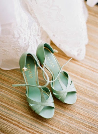 mariage greenery chaussure mariee