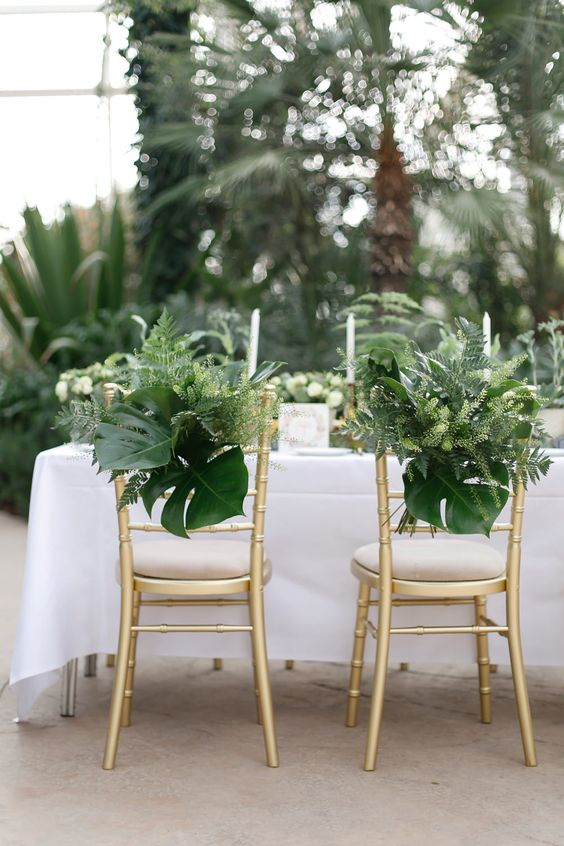 mariage greenery decoration chaise feuille table des maries