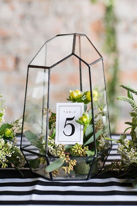 mariage greenery  numero table