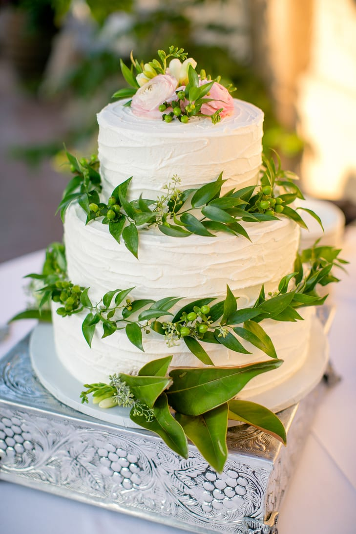 wedding cake blanc et greenary pastel