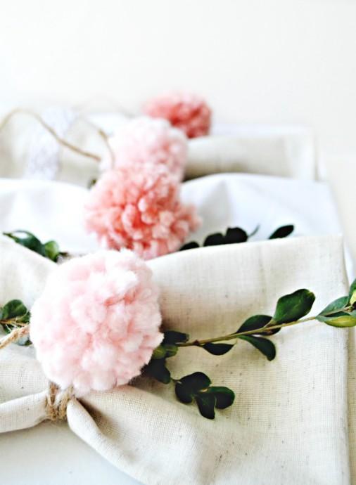 decoration mariage pompom porte serviette