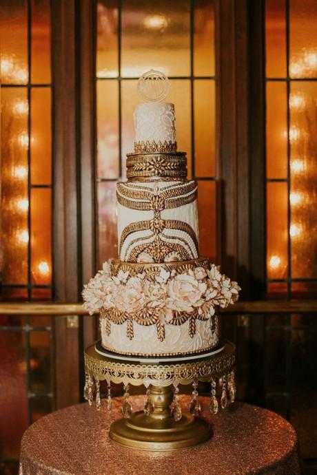 thème-hollywoodien-mariage-gâteau-or