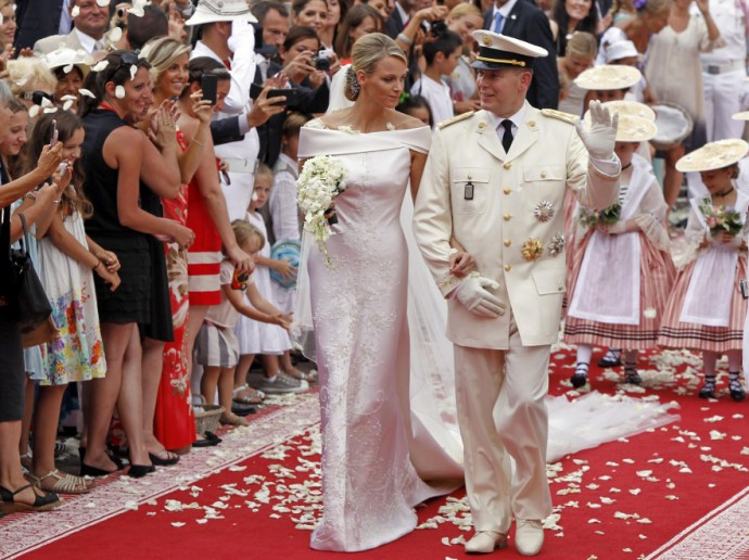 Prince Albert II of Monaco and Princess Charlene of Monaco depart from the Monaco palace after their religious wedding ceremony , Saturday, July 2, 2011. (AP Photo/Joel Ryan, Pool)