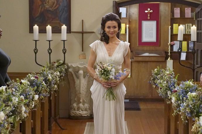 12 robes de mari e vues dans nos s ries t l vis es for Prix de robe de mariage en or georges chakra