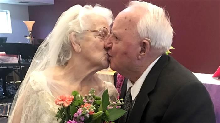 Bates anniversaire de mariage