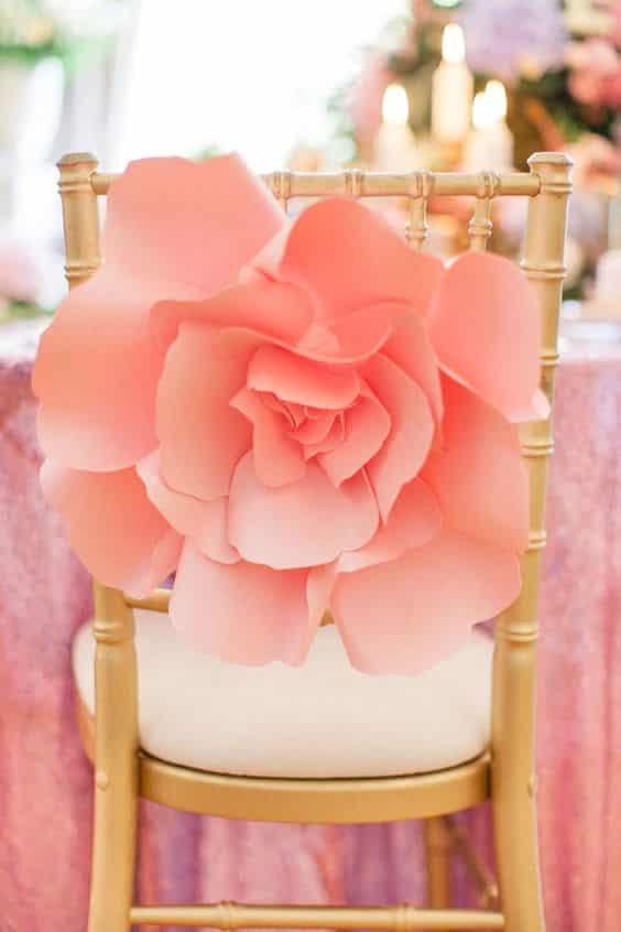 Fleur rose papier décoration de chaise