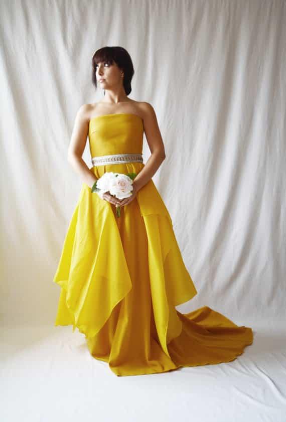 Robe de mariée jaune bustier