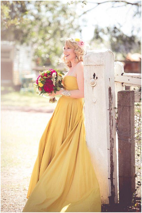 Robe de mariée jaune flottante