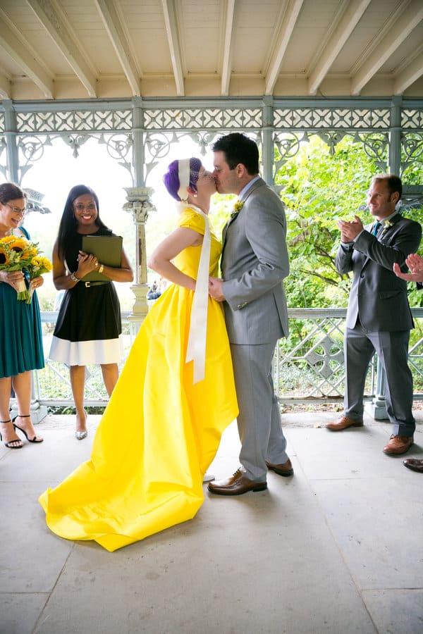 Robe de mariée jaune pétante