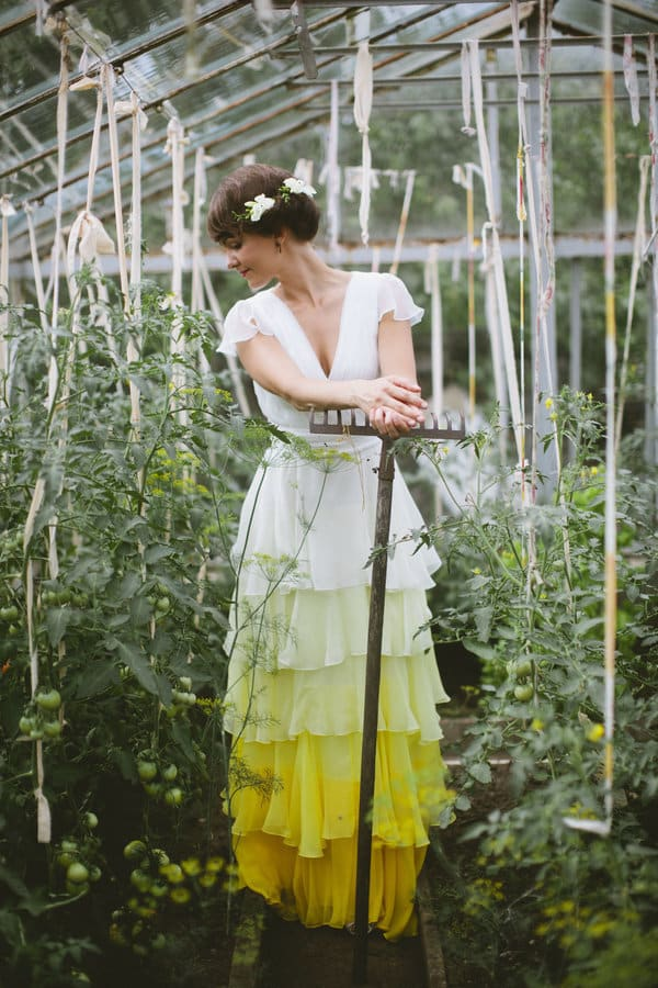 Robe de mariée tie and dye jaune