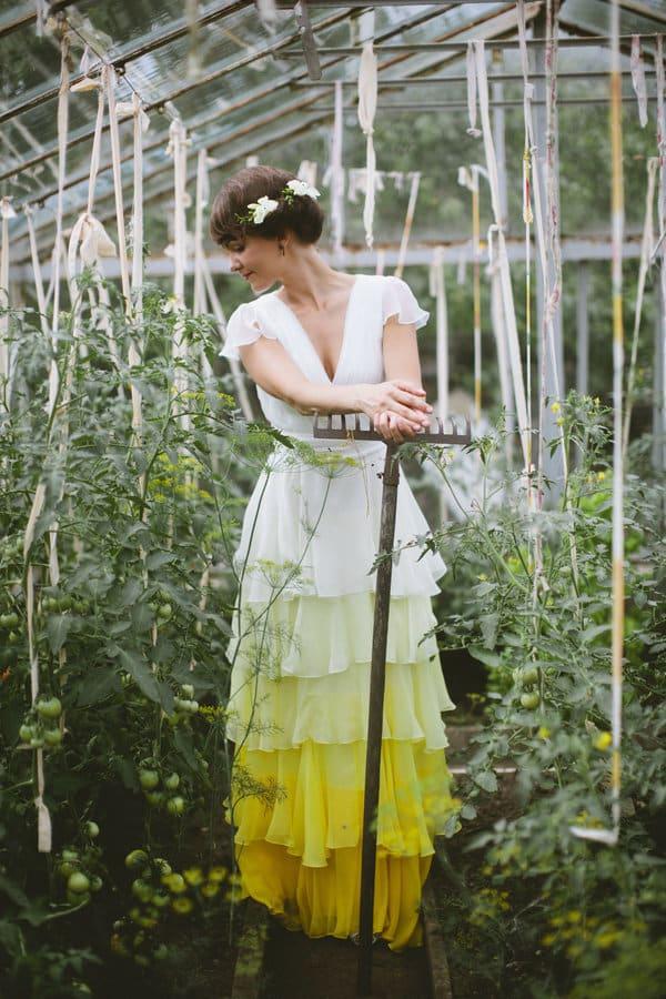 Robe de mariée tie and dye jaune