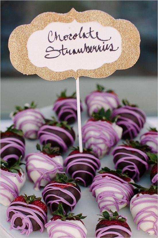 mariage au coeur d'un champ de lavande-fraises