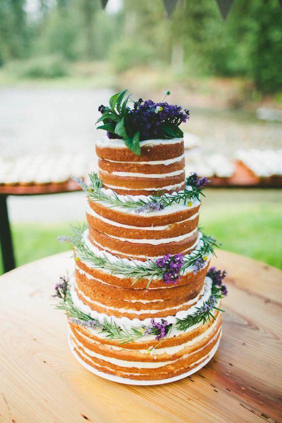 mariage au coeur d'un champ de lavande-cake