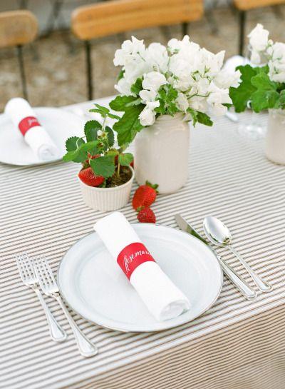 table mariage chic et fraise