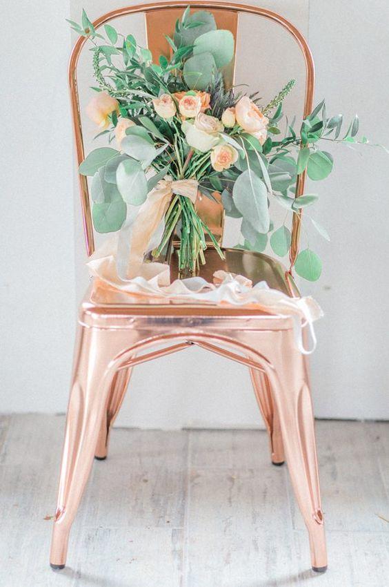 chaise en cuivre bouquet peche
