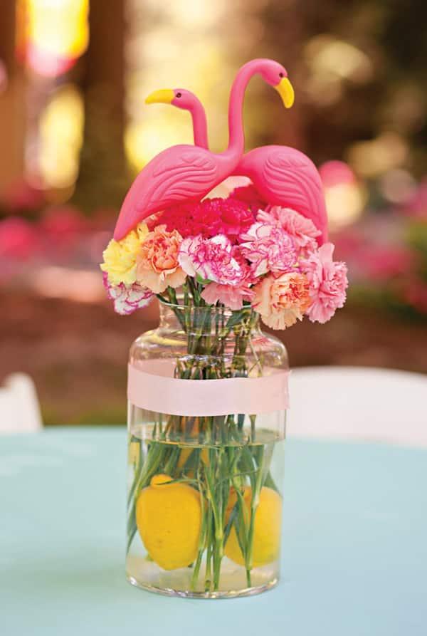 flamant rose centre de table vase fleuri mariage