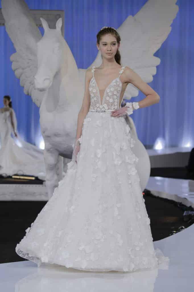 1cf04d8ae6 Collection robes de mariée 2018 Nicole Spose : un défilé féerique et  glamour - Mariage.com