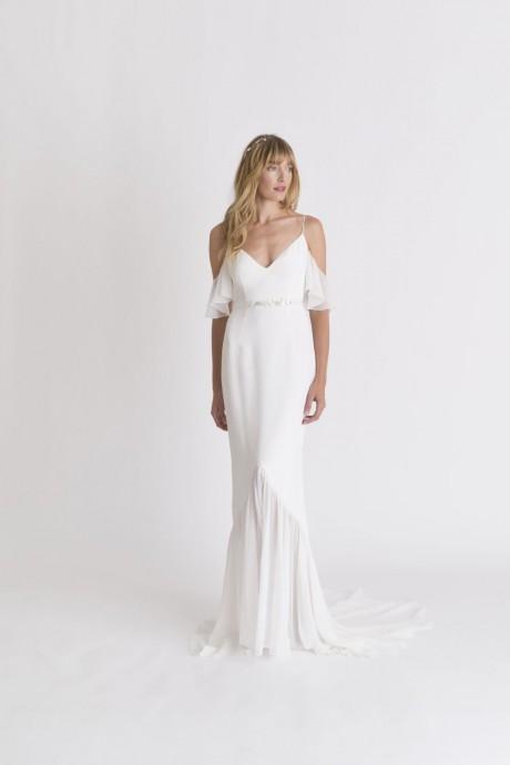 10 robes de mari e col bardot tendance 2018 place aux