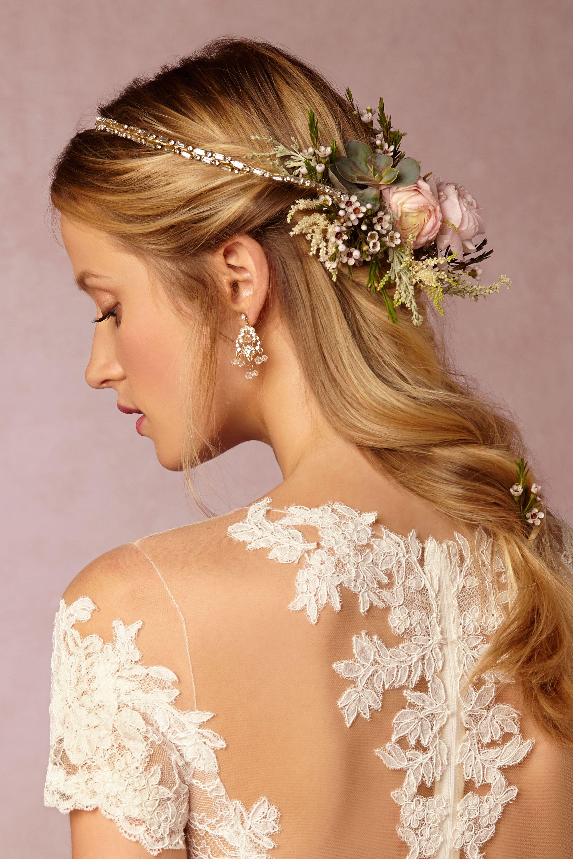 couronne fleurs cheveux lâches ondulés