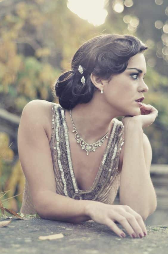 mariée cheveux bouclés bruns bijoux cheveux