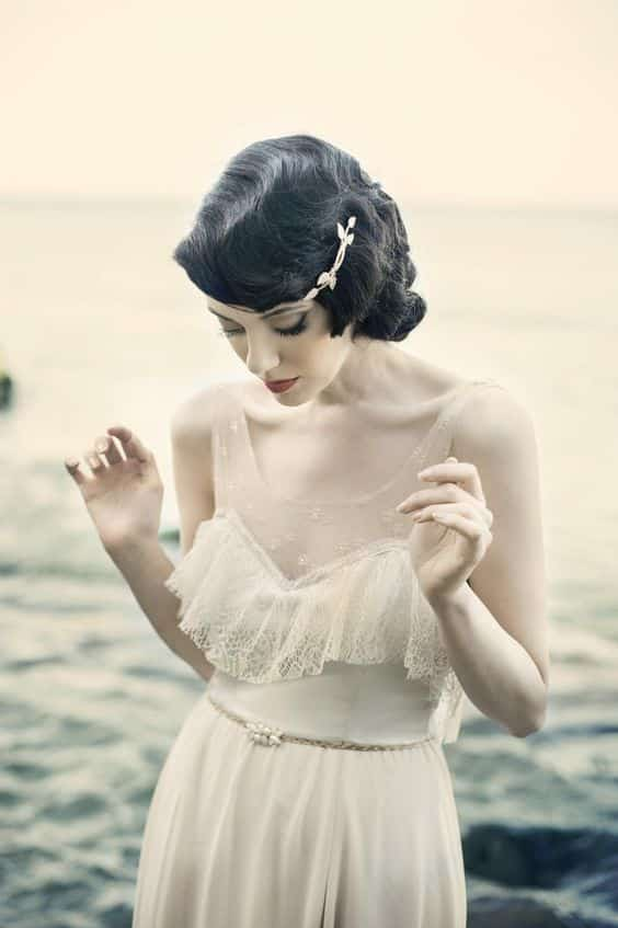 mariée cheveux courts bouclés bijoux de tête