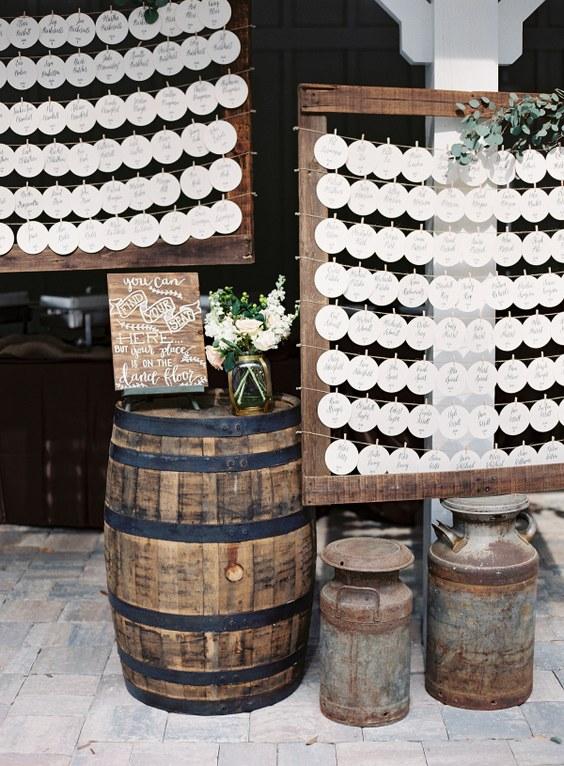 10 id es d coration de mariage rustique qui vont vous faire adorer les tonneaux. Black Bedroom Furniture Sets. Home Design Ideas