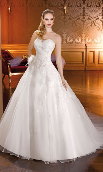 rever de porter une robe de mari e islam id es et d 39 inspiration sur le mariage. Black Bedroom Furniture Sets. Home Design Ideas