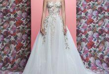 Robes de mariée tendance 2019 : Zoom sur 10 tenues aux dorures baroques