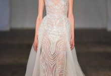 10 robes de mariée tendance 2019 qui osent la transparence
