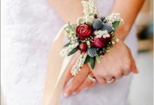 Transformer votre boutonnière en bracelet fleuri pour votre mariage : on vous explique les étapes de fabrication