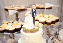 Choisissez le cake topper parfait qui ornera votre gâteau de mariage grâce à cette infographie