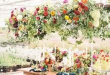 10 suspensions florales et originales pour embellir un mariage renversant
